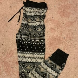 American Eagle patterned sweater leggings.